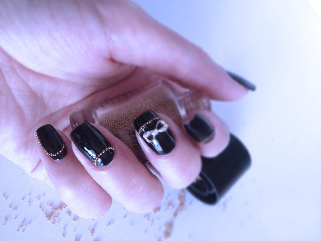 manichiura-cu-negru