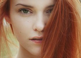 Ce spune culoarea părului roșcat despre tine?