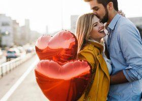 Valentine's Day se apropie! Idei de cadouri pentru bărbații care se află în diferite faze ale relației