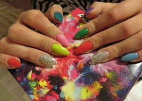 Unghiile colorate – Simbolul neincrederii