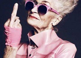 10 motive pentru care oamenii inteligenti adora sarcasmul