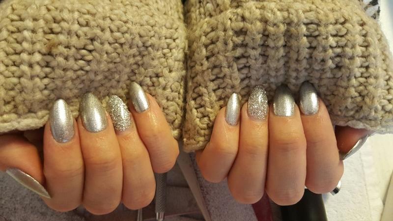 modele manichiura argintie