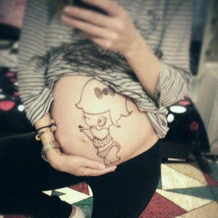 "Desen ""bebe"" pe burtica!"
