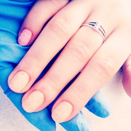 Nu se mai poarta unghiile lungi