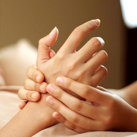 Cum se executa masajul mainilor dupa o manichiura?