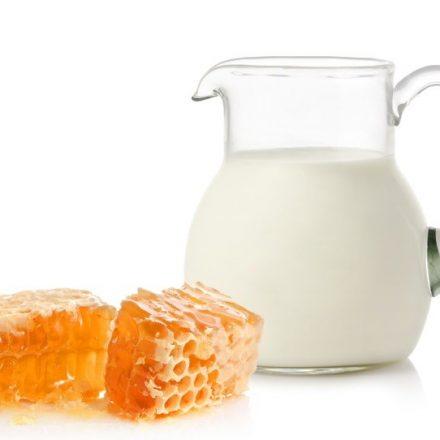 Laptele si mierea de albine- curatare eficinta a tenului