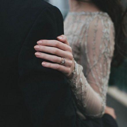 Cei care spun că nu cred în iubire, sunt cei cărora le-a fost frică să o încerce