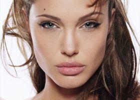 Lista de filme ale actritei Angelina Jolie pana in 1999