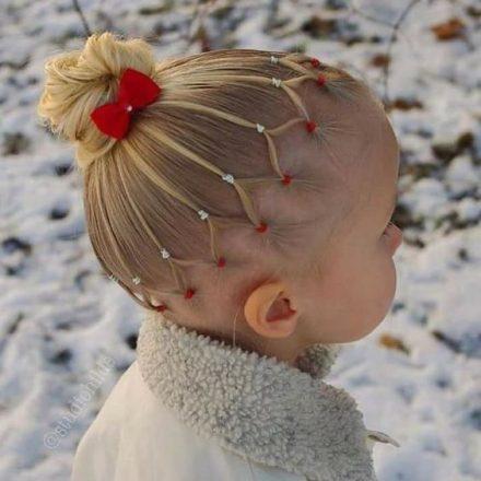 Coafuri dragute pentru fetite in perioada Sarbatorilor de iarna
