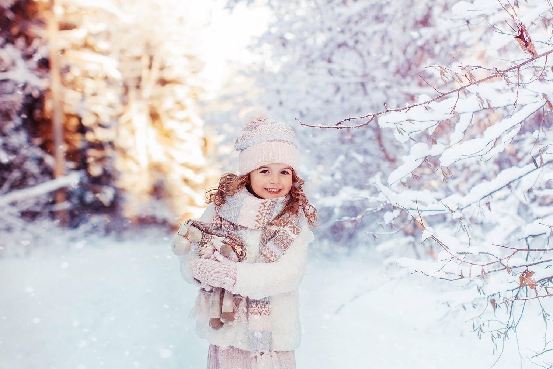 Copil in zapada, iarna