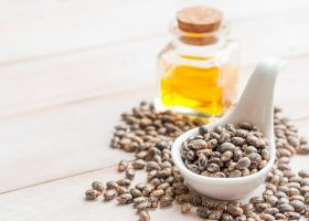 Ce beneficii are uleiul de ricin pentru par, ten si piele?