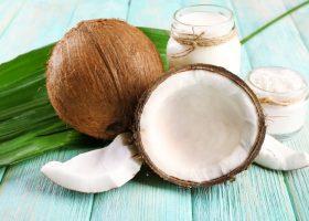 Lapte de nuca de cocos pentru piele si par – stralucire radianta