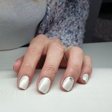 Modele de unghii simple si culori atragatoare