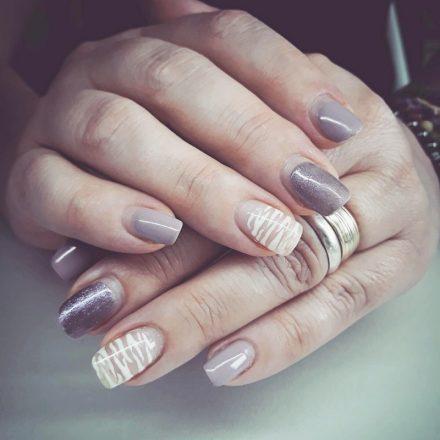 Cum să eliminați rapid semipermanenta de pe unghii acasă – fără să vă stricați unghiile