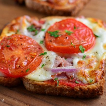 FREE PIZZA TOASTS – o gustare delicioasa!