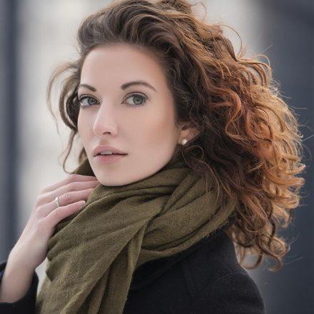 4 moduri de a-ți menține părul mai puțin gras