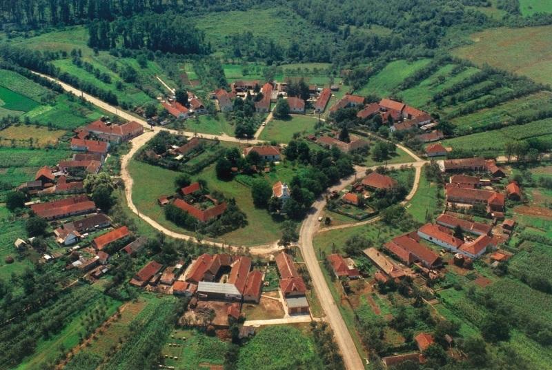 Știai de acest sat rotund din România!? Un loc unicat ce fascinează milioane de turiști.