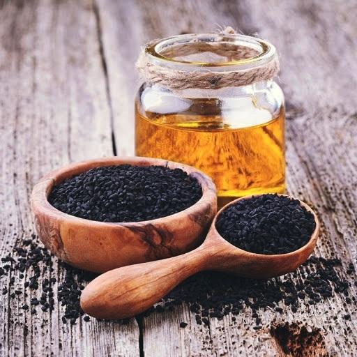 Ulei de semințe negre pentru păr: ce este și cum să-l utilizați
