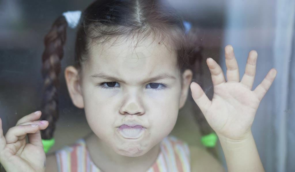 7 moduri de a ajuta un copil să facă față furiei